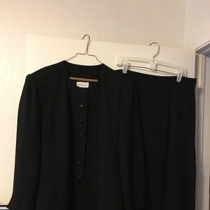 Preston & York Beautiful Womens Black Suit Size 18